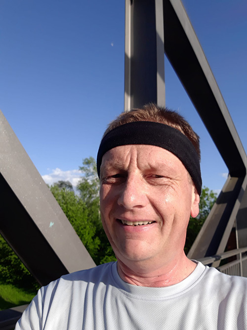Muko-Spendenlauf 2021 - Selfie von Thomas auf einer Brücke